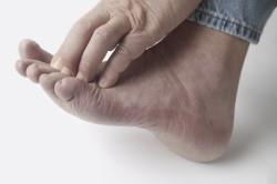 Сильный зуб пальцев ног